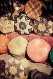 Stary Medina souk fez, rzemieślnika kolorowa marokańska skóra sklep, Zdjęcie Stock