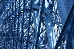 Stary metalu most wewnątrz zdjęcia stock