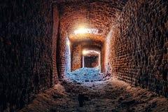 Stary metro rujnowa? czerwonej ceg?y dziejowego przesklepionego tunel obrazy royalty free