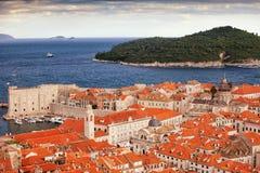 Stary miasteczko Dubrovnik i Lokrum wyspa obraz royalty free