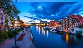 Stary miasteczko i świrony Brda rzeką przy nocą Bydgoski obrazy royalty free