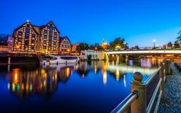 Stary miasteczko i świrony Brda rzeką przy nocą Bydgoski fotografia royalty free