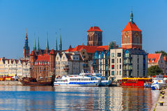 Stary miasteczko i Motlawa rzeka w Gdańskim, Polska zdjęcia royalty free