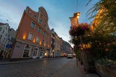 Stary miasteczko Ryski przy nocą w lecie obrazy royalty free