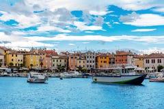 Stary miasto, schronienie i łodzie rybackie w Rovinj, Istrian półwysep, Chorwacja zdjęcia royalty free