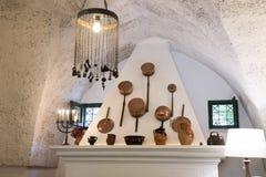 Stary miedziany kucharstwo garnka pokaz nad salopa w Masseria Il Frantoio, Południowy Włochy obrazy royalty free