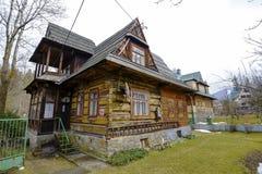 Stary mieszkaniowy dom drewno w Zakopane Zdjęcia Royalty Free