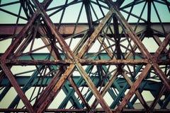 Stary most buduj?cy w metalu obraz stock