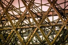 Stary most buduj?cy w metalu obrazy stock