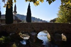 Stary most na Bregava rzece miasteczko Stolac zdjęcia stock