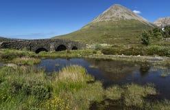 Stary most przy Sligachan i Cuillins, wyspa Skye, Wewnętrzny Hebrides, średniogórze, Szkocja, UK Zdjęcie Royalty Free
