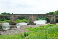 Stary most Tyne przy Corbridge i rzeka, Northumberland Obraz Royalty Free