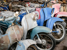 Stary motocykl, moped i hulajnoga, rocznika tło Zdjęcie Stock