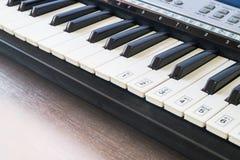Stary Muzykalny Elektroniczny Klasyczny pianino Zdjęcia Royalty Free