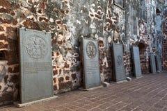 Stary nagrobek wśrodku antycznej ruiny St Paul kościół przy Ma Fotografia Royalty Free