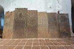 Stary nagrobek wśrodku antycznej ruiny St Paul kościół przy Ma Fotografia Stock
