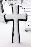 Stary śnieg zakrywający krzyż Zdjęcia Stock