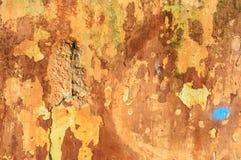 Stary nieociosany ściana z cegieł z krakingowym stiukiem Zdjęcia Royalty Free