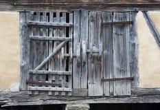 Stary nieociosany drewniany stajni drzwi Fotografia Stock