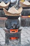 Stary nierdzewny garnek i rzemiosło dla parowego kucharstwa na kuchence Obrazy Royalty Free
