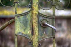 Stary ośniedziały żelazny drzwi Obrazy Royalty Free