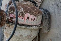 Stary ośniedziały betonowy melanżer Zdjęcie Stock