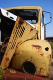 stary ośniedziały ciężarowy kolor żółty obraz royalty free