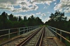 Stary ośniedziały linia kolejowa most obraz royalty free