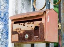 Stary ośniedziały postbox Zdjęcia Stock