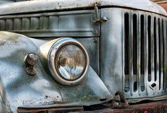 Stary ośniedziały samochód Zdjęcia Stock