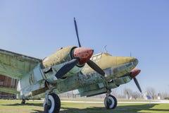 Stary Ośniedziały wojna samolot na na wolnym powietrzu muzeum fotografia stock
