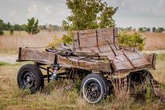 Stary obdrapany buckboard obrazy stock