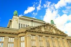 Stary obywatel i biblioteka uniwersytecka, Zagreb, Chorwacja obraz royalty free