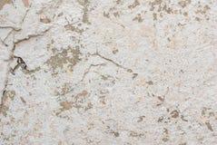 Stary odłupany tynk na betonowej ścianie, biała tekstura, tło zdjęcia royalty free