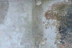 Stary odłupany tynk na betonowej ścianie, popielata tekstura, tło zdjęcia stock