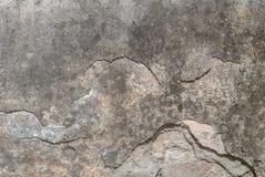 Stary odłupany tynk na betonowej ścianie, szara tekstura, tło zdjęcia stock
