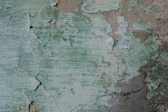Stary odłupany tynk na betonowej ścianie, szczerbiąca się farba, tekstura, tło obraz royalty free