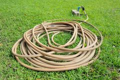 Stary Ogrodowy wąż elastyczny zdjęcie royalty free