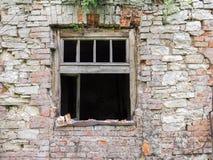 Stary okno w przyschniętym domu Zdjęcia Stock