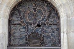Stary okno z dokonanego żelaza siatką zdjęcia stock