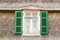 Stary okno z shindle ścianą Zdjęcie Royalty Free