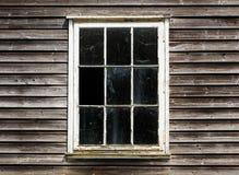 Stary okno z zasłoną drewniany dom Fotografia Royalty Free