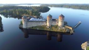 Stary Olavinlinna forteca na tle jeziorny Saimaa anteny wideo zdjęcie wideo