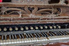 stary organ z pajęczynami obrazy royalty free