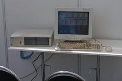 Stary osobisty komputer z crt monitorem przy Animefest Zdjęcia Stock