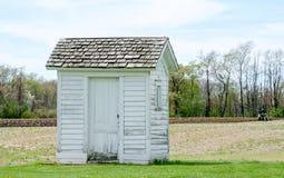 Stary outhouse na gospodarstwie rolnym w Michigan usa Zdjęcie Stock