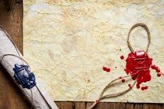 Stary papier i ślimacznica z kopertowym symbolem w pieczęciowym wosku Obrazy Stock