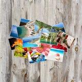 Stary papier i fotografie na drewnianym tle zdjęcia royalty free