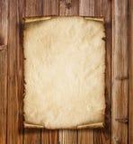 Stary papier na drewnianym tle Obrazy Royalty Free