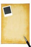 Stary papier z fotografii piórem i ramą Fotografia Stock